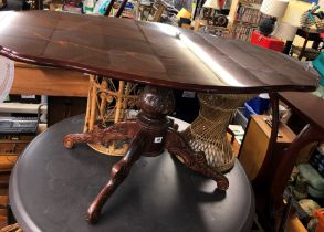 ITALIANATE MARQUETRY INLAID PEDESTAL COFFEE TABLE