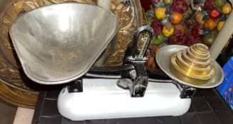 SET OF VINTAGE SCALES WITH WEIGHTS