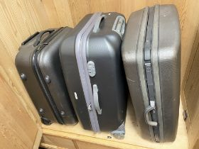 QUANTITY OF HARD SHELL SUITCASES INCLUDING ANTLER SET AND ONE OTHER FABRIC CASE