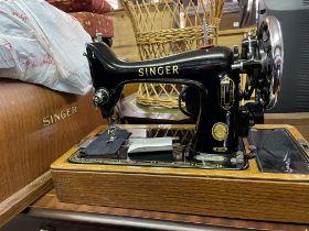 OAK CASED SINGER MANUAL SEWING MACHINE