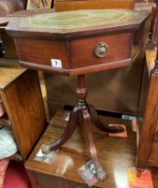 REPRODUCTION MAHOGANY OCTAGONAL GILT TOOLED LEATHER TOPPED PEDESTAL TABLE