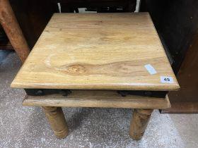 MANGO WOOD LAMP TABLE ON TURNED LEGS