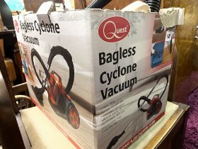 COMPACT BAGLESS CYCLONE VACUUM CLEANER