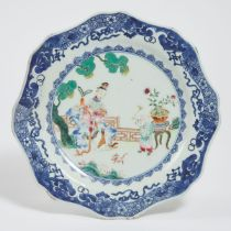 A Chinese Export Blue and White Famille Rose Plate, Late 18th Century, 十八世纪晚期 乾隆外销青花粉彩人物图盘, diameter