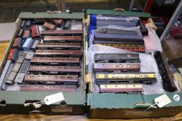 Quantity of OO railway rolling stock and accessories. 6 boxed Dapol Stanier LMS coaches in maroon.