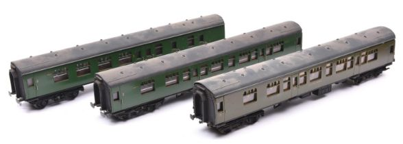 3x O gauge Southern Railway corridor coaches by Lima with additional detailing. 2x in green; a