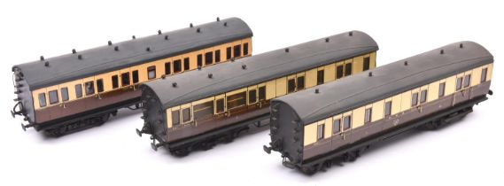 3x O gauge GWR compartment coaches marked LMC 1927 to ends. A Brake Third, Luggage van and Full