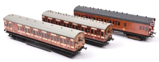 3x O gauge Metropolitan Railway suburban compartment coaches. 2x in teak and cream livery; a Full