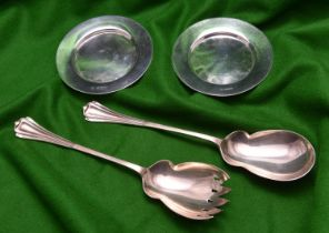 A pair of silver salad servers and 2x silver coasters. All hallmarked Sheffield, 'HA'. Salad servers