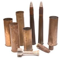 A quantity of WWII shell cases comprising: 2 Drill rounds with brass cases and drill heads; a 1941