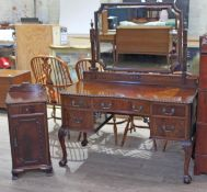 A good quality Chippendale style reproduction mahogany dressing table circa 1920s with swing