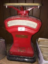 A vintage Avery post office weighing scales.