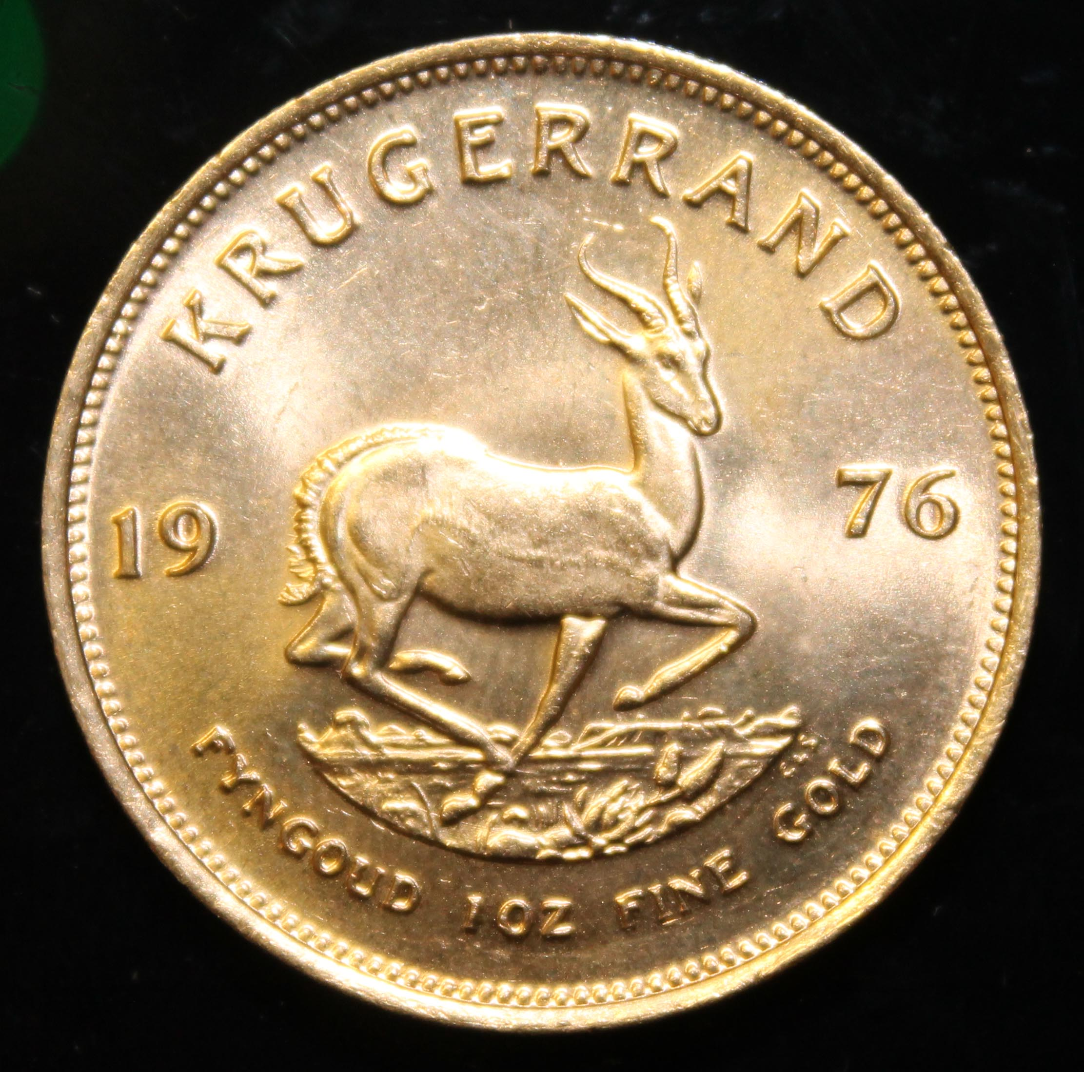 South Africa, 1976 Krugerrand, 1 oz. fine gold (91.67%) ONLY 10% BUYER'S PREMIUM (INCLUSIVE OF - Image 2 of 2