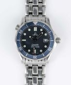 A MIDSIZE OMEGA SEAMASTER PROFESSIONAL 300M QUARTZ BRACELET WATCH CIRCA 1990s, REF 2551.80.00 WITH