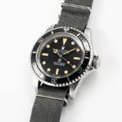 A RARE GENTLEMAN'S STAINLESS STEEL BRITISH MILITARY ROLEX OYSTER PERPETUAL SUBMARINER WRIST WATCH