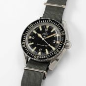 A GENTLEMAN'S STAINLESS STEEL BRITISH MILITARY OMEGA SEAMASTER 300 AUTOMATIC WRIST WATCH CIRCA