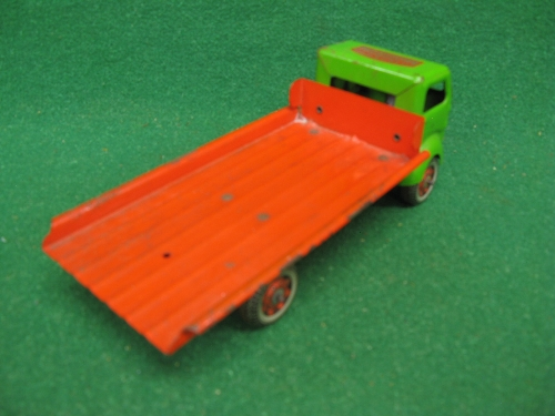Clockwork tinplate flat bed lorry finished in green and red livery with Mechanised Transport Made In - Image 2 of 2