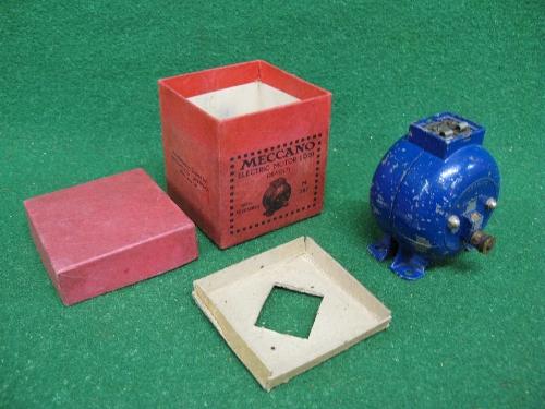 1939 boxed Meccano E020 20 volt electric motor in blue Please note descriptions are not condition
