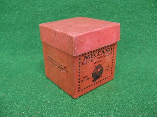1939 boxed Meccano E020 20 volt electric motor in blue Please note descriptions are not condition - Image 2 of 2