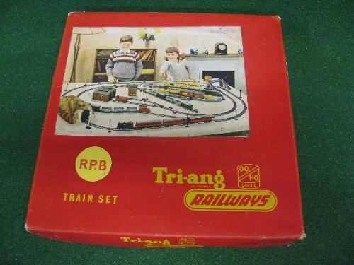 1957/1958 Triang Railways Primary Train Set RPB containing: maroon 08 0-6-0 clockwork diesel