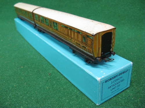 Hornby Dublo Pre-war LNER teak articulated coaches 45401 and 45402 D2 in a reproduction box Please - Image 2 of 3