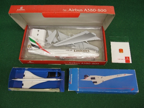 """Unmade 1:200 scale plastic kit of an Airbus A380-800 in Emirates livery with stand and badge - 14"""""""