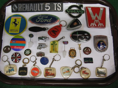 Tray of motoring related pin badges, keyring, manufacturers logo's etc Please note descriptions