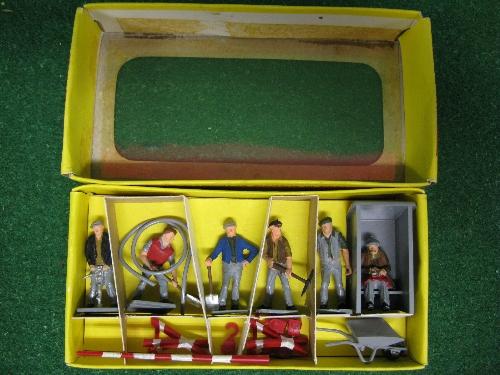 Mid 1960's boxed Dinky No. 010 Plastic Road Maintenance Personnel Set Please note descriptions are