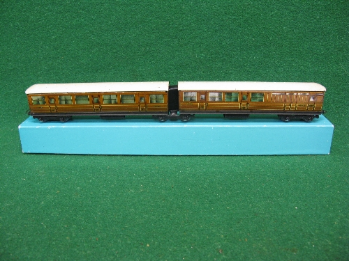 Hornby Dublo Pre-war LNER teak articulated coaches 45401 and 45402 D2 in a reproduction box Please