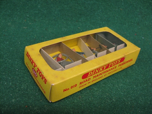 Mid 1960's boxed Dinky No. 010 Plastic Road Maintenance Personnel Set Please note descriptions are - Image 2 of 2