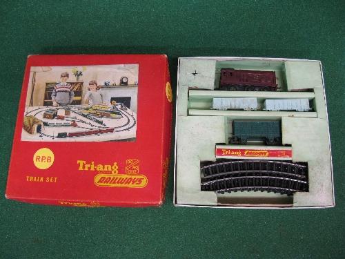 1957/1958 Triang Railways Primary Train Set RPB containing: maroon 08 0-6-0 clockwork diesel - Image 2 of 2