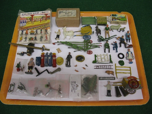 Tray of diecast farm, road and rail figures and accessories to include: village idiot, children on