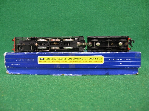 1961 or 1962 Hornby Dublo 3221 3 Rail locomotive and tender No. 5002 Ludlow Castle in late BR - Image 3 of 3