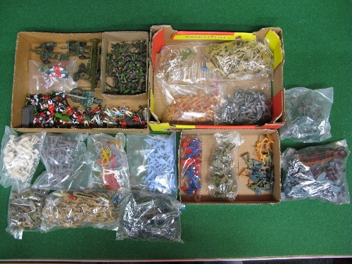 Large quantity of plastic military figures in 1:32 and 1:72 scale together with playworn metal field