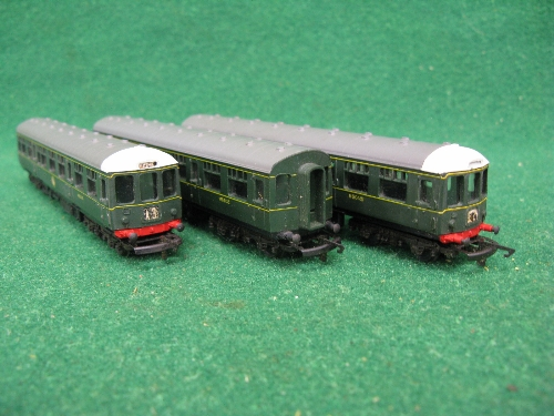 Triang TT, rare 3 car DMU train set, boxed with 1962 TT catalogue Please note descriptions are not - Image 2 of 2