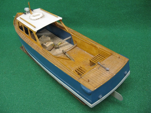 Bespoke wooden model of a classic shaped open backed motor launch with rudder, prop and stand (power - Image 2 of 2