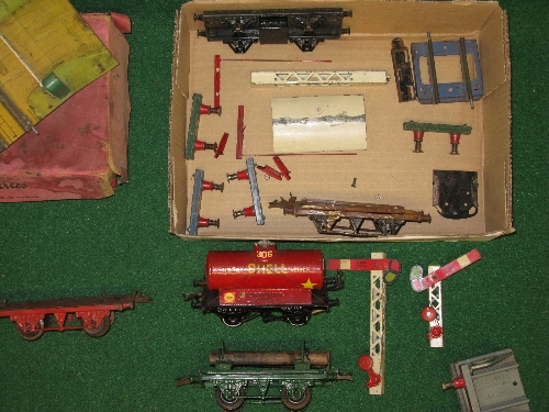Quantity of Hornby O gauge tinplate items to include: two Pullmans, eight wagons, signal arms, plate - Image 2 of 2