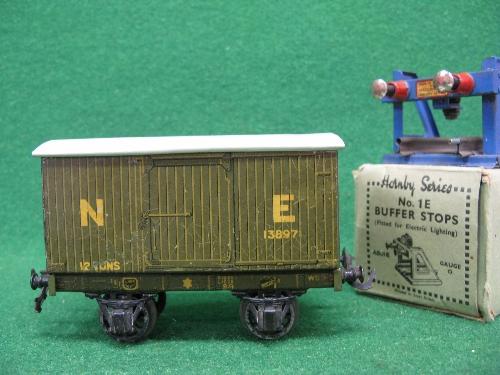 Mid 1930's Bassett-Lowke O gauge tinplate four wheel 12 ton covered goods van No. 13897 in NE - Image 3 of 5