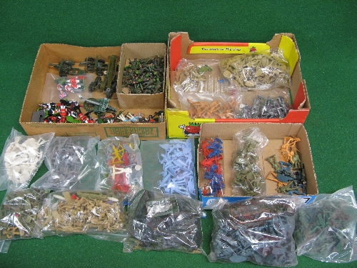 Large quantity of plastic military figures in 1:32 and 1:72 scale together with playworn metal field - Image 2 of 2