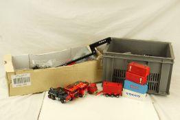 15 x Diecast construction models featuring Dinky, Corgi, etc, plus accessories (2 boxes)