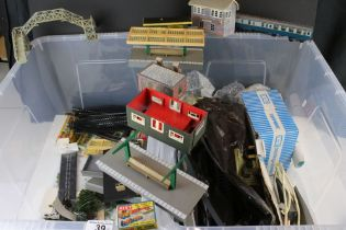Quantity of OO gauge accessories to include platform, Merit trackside figures, trees, H and M