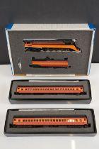 Boxed Bachmann HO gauge 11301 SP 4-8-4 w smoke HD light & tender steam locomotive (GS4 Daylight) #