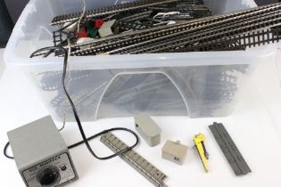 Quantity of OO gauge model railway track plus small accessory parts