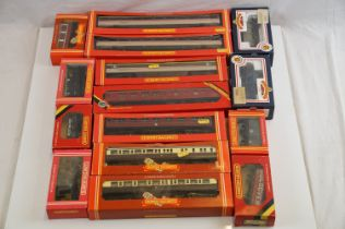 15 Boxed OO gauge items of rolling stock to include 13 x Hornby (R407, R405, R457, R936, R458, R395,
