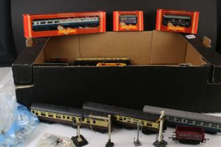 19 OO gauge items of rolling stock to include 3 x boxed Hornby examples (R427, R001 & R029) plus a