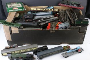 Quantity of OO gauge model railway to include locomotives, rolling stock, track etc featuring