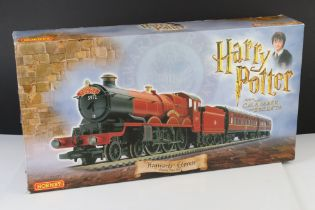 Boxed Hornby OO gauge R1033 Harry Potter and The Chamber of Secrets Hogwarts Express electric