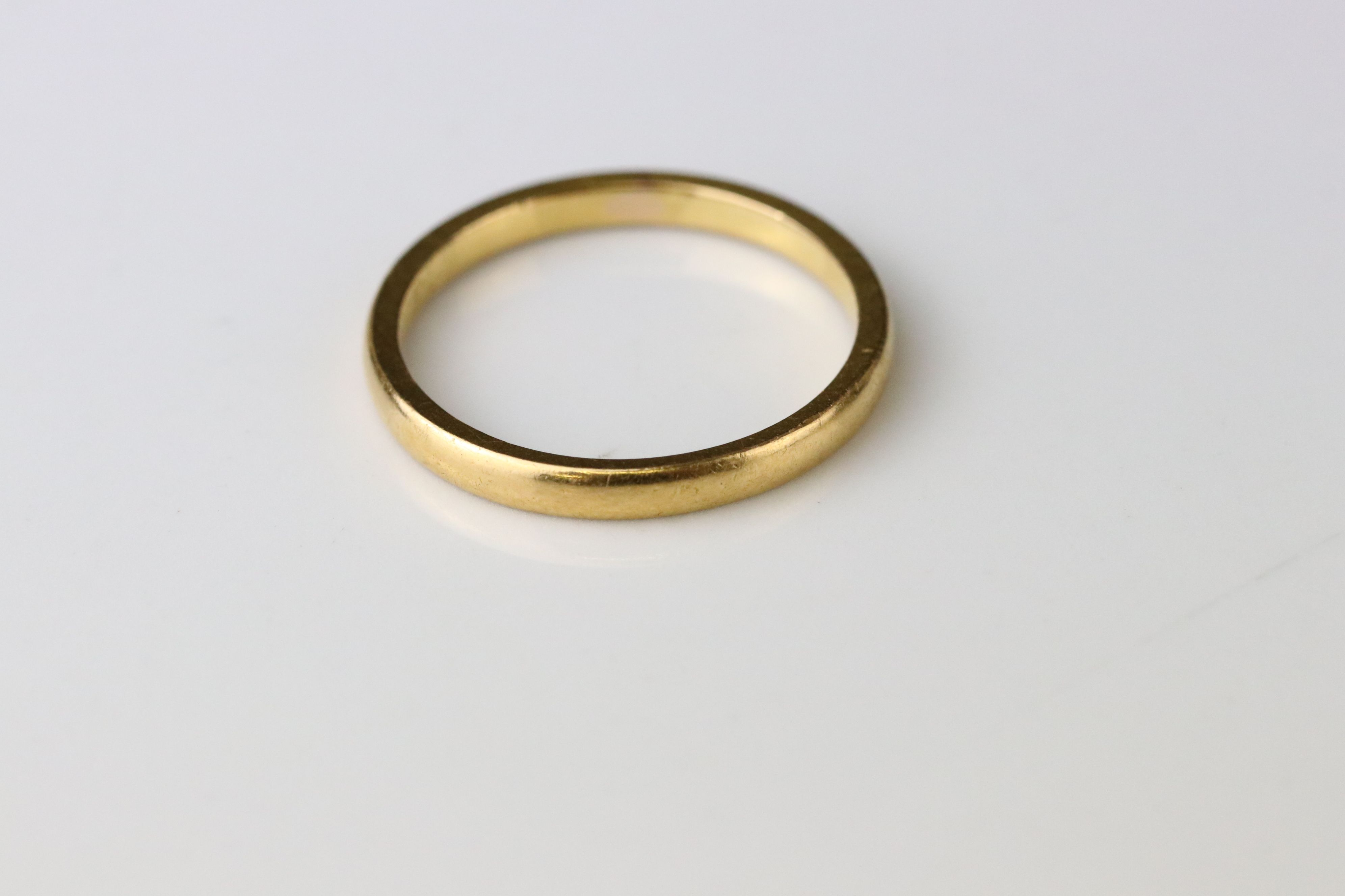 22ct yellow gold wedding band, personalisation to inner shank, width approx 2mm, ring size Q - Image 3 of 3