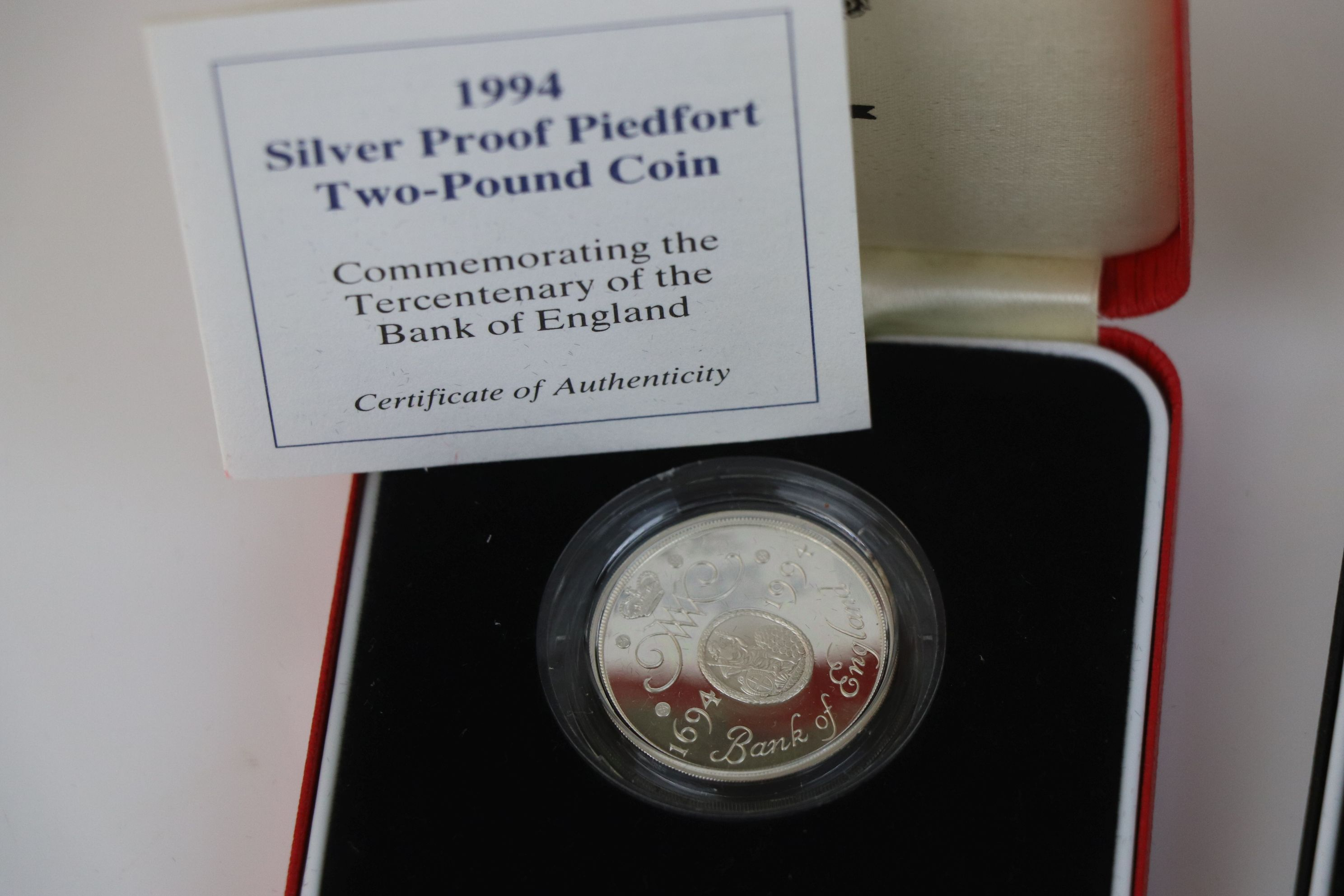 A cased Royal Mint 1994 silver proof Piedfort £2 coin commemorating the Tercentenary of the Bank - Image 3 of 5