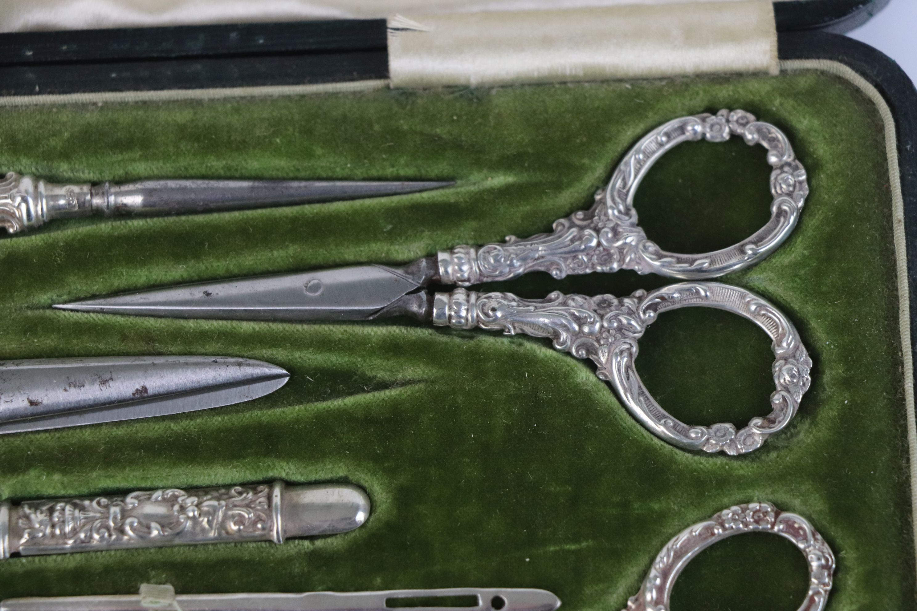 A fully hallmarked sterling silver cased sewing set, maker marked for Levi & Salaman, assay marked - Image 4 of 8
